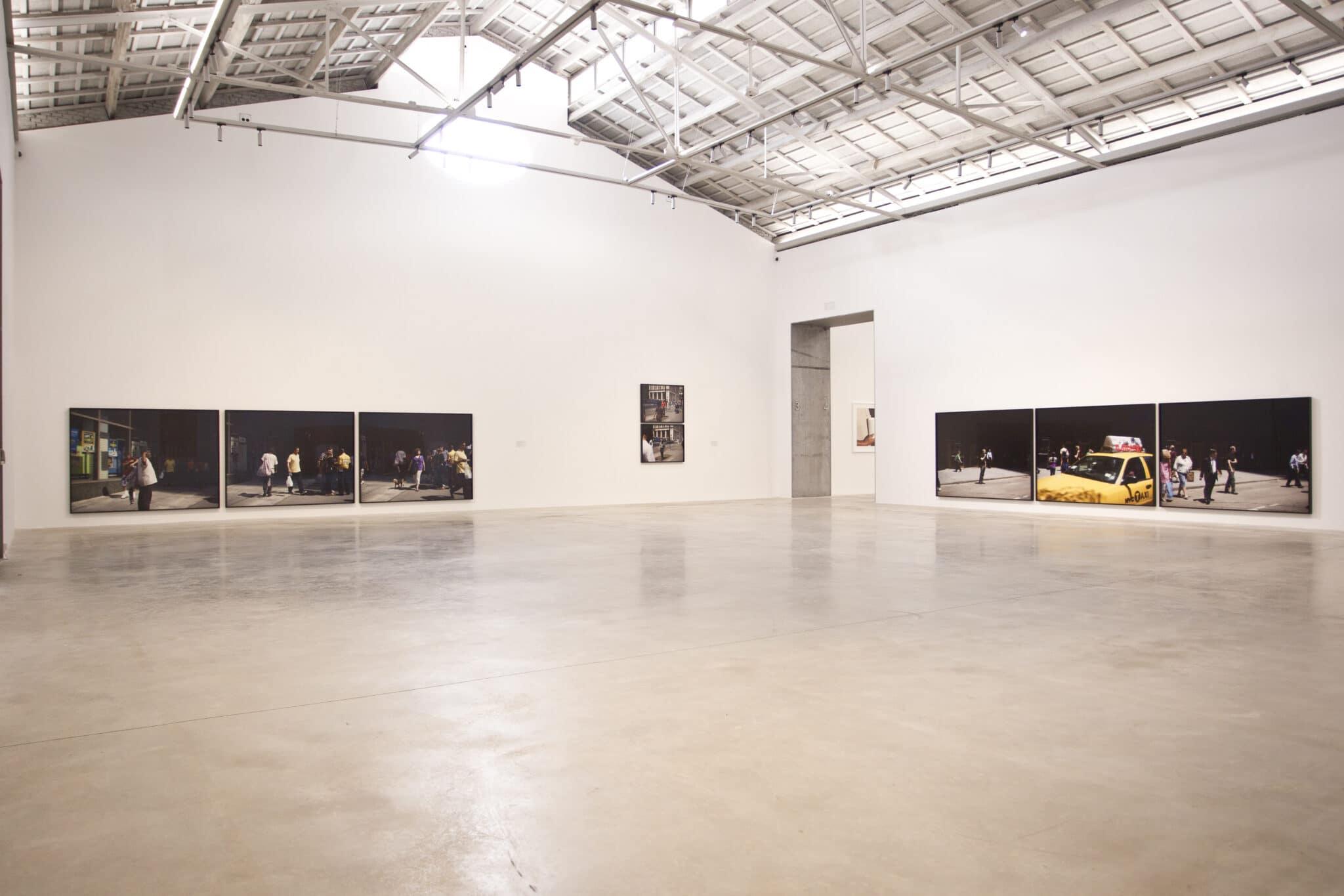 Instalación de las fotografías de Paul Graham en Centre d'Arts Bombas Gens